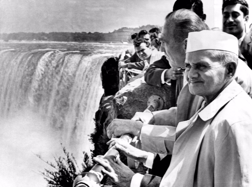 Stock Photo: 4048-1598 Indian Prime Minister Lal Bahadur Shastri visits Niagara Falls, 1965