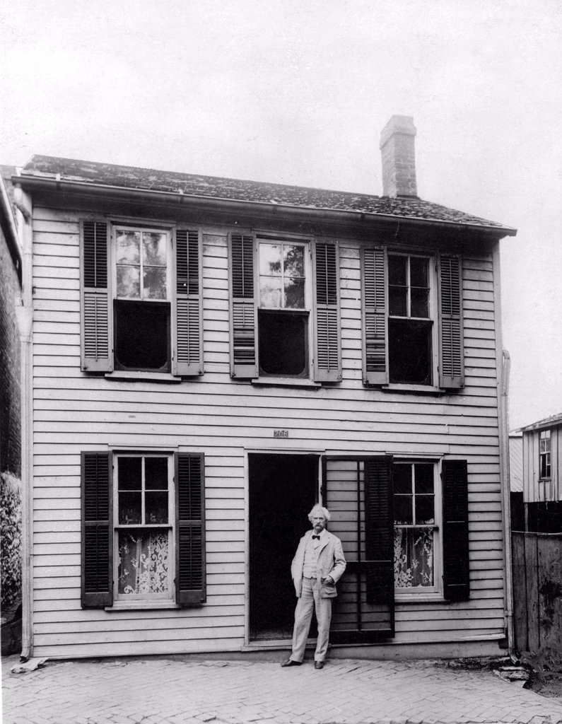 Stock Photo: 4048-1673 MARK TWAIN in front of his boyhood home in Hannibal, Missouri. Undate photo.