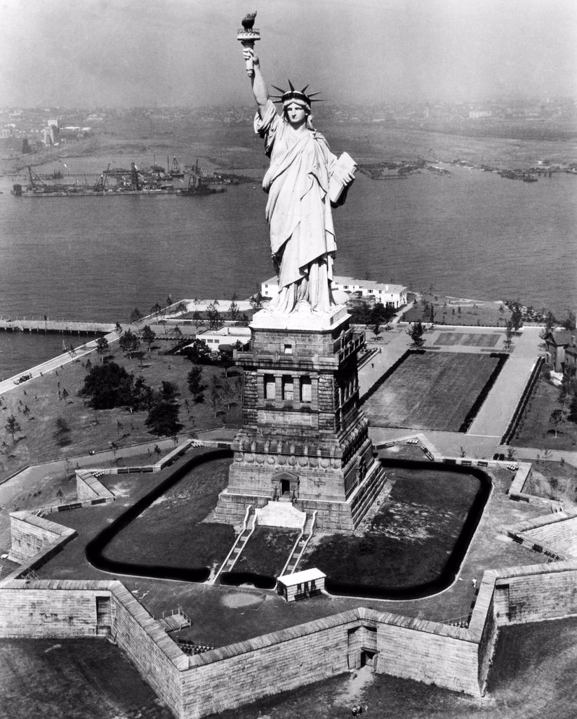 Stock Photo: 4048-1766 The Statue of Liberty, New York City, circa 1955