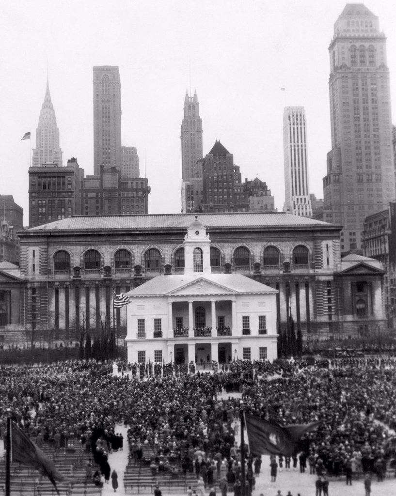 New York's observance of George Washington's bicentennial: a re-enactment of Washington's first Presidential inauguration. Bryant Park, New York City, April 30, 1932 : Stock Photo