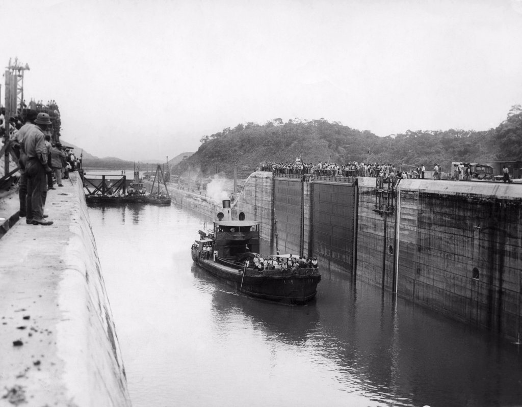 Stock Photo: 4048-1845 The Panama Canal, circa 1913