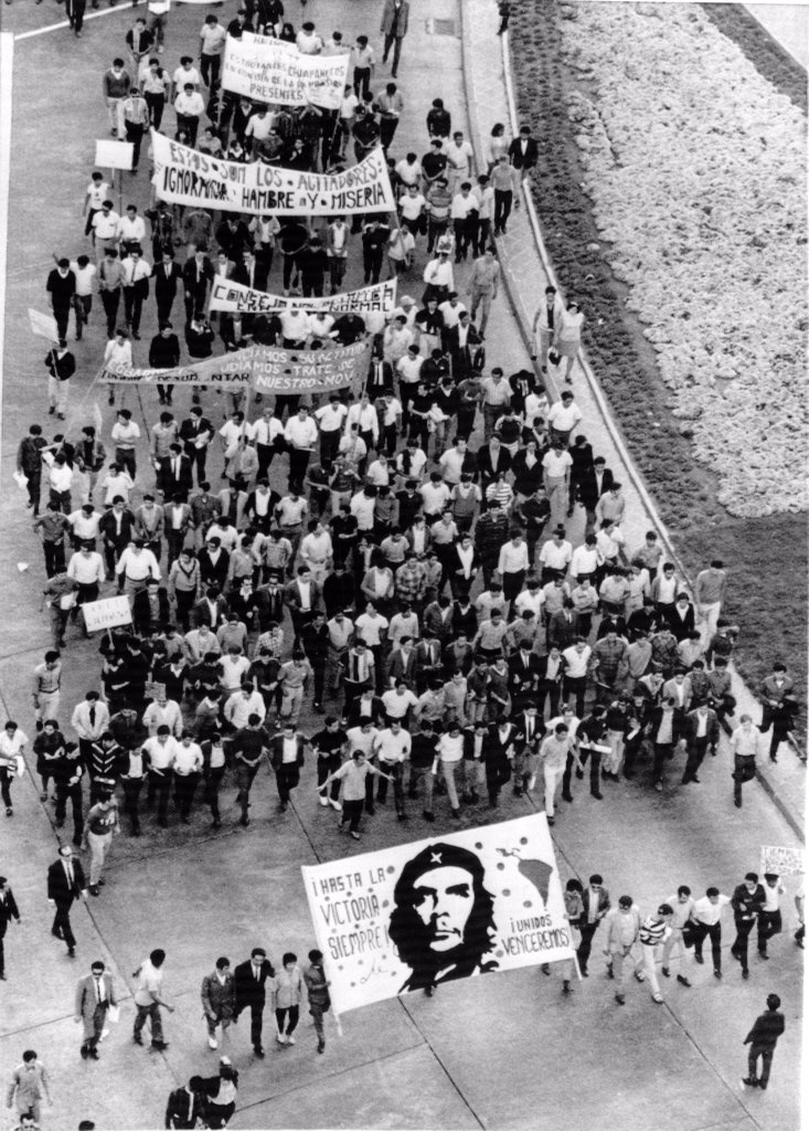 Stock Photo: 4048-1887 Mexico City: Students stream along Mexico City's Reforma Blvd en route to the Presidential Palace, carrying a banner bearing Che Guevara's portrait.  August 13, 1968.