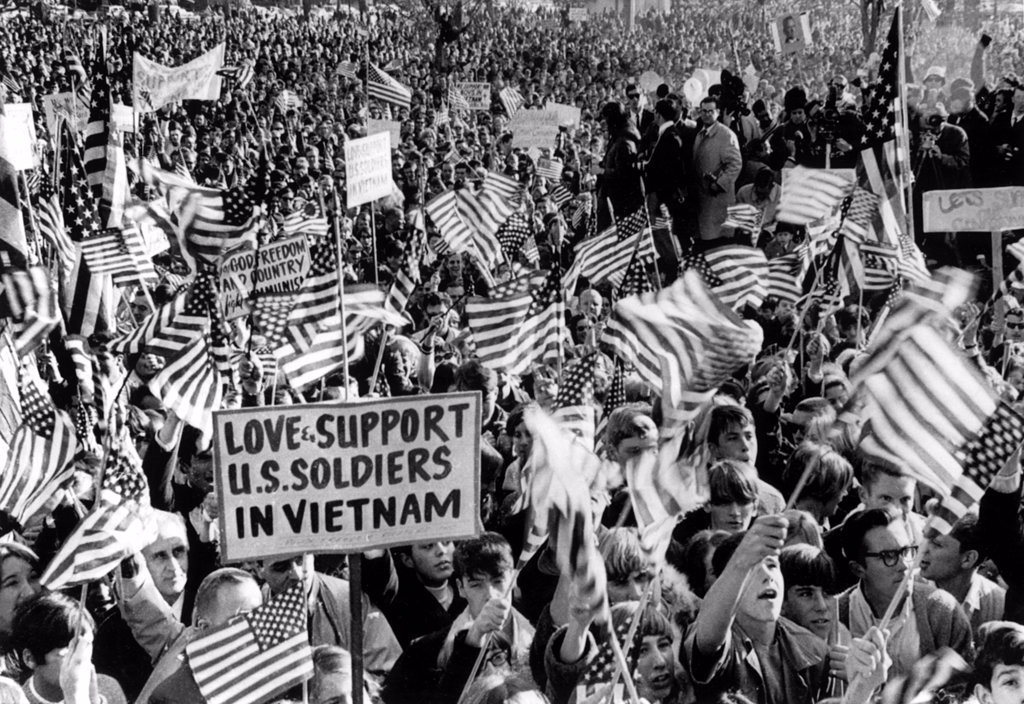 Stock Photo: 4048-2101 Vietnam War Supporters ('Anti-Demonstration Demonstration'), Wakefield, MA, 10/29/67