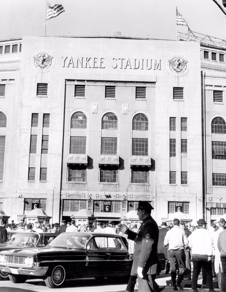 Yankee Stadium, fans arrive to watch the game between the New York Giants and the St. Louis Cardinals, New York, November 24, 1963 : Stock Photo