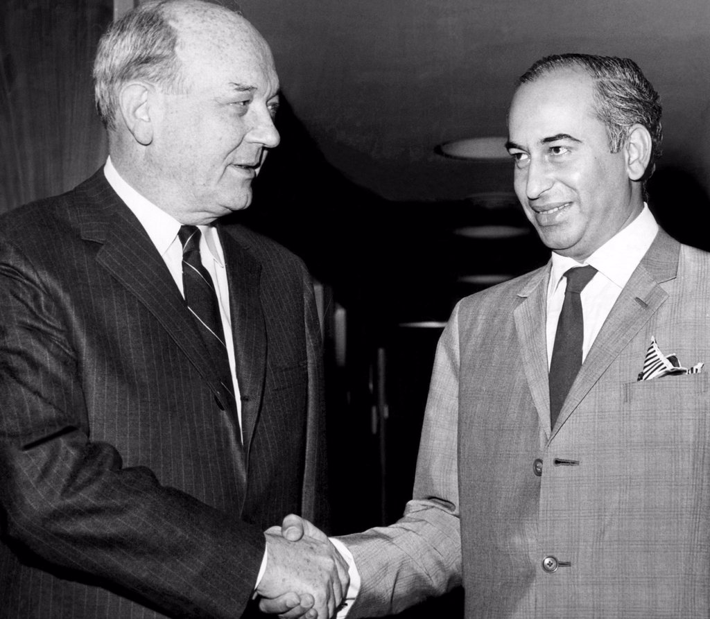 Secretary of State Dean Rusk welcomes Pakistani Foreign Minister Zulfikar Ali Bhutto to the U.N. headquarters in New York, 1965 : Stock Photo