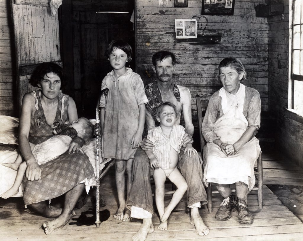 Sharecropper Bud Fields and his family at home. Hale County, Alabama. Published in the book, 'Let Us Now Praise Famous Men'. photograph by Walker Evans,  1936. : Stock Photo