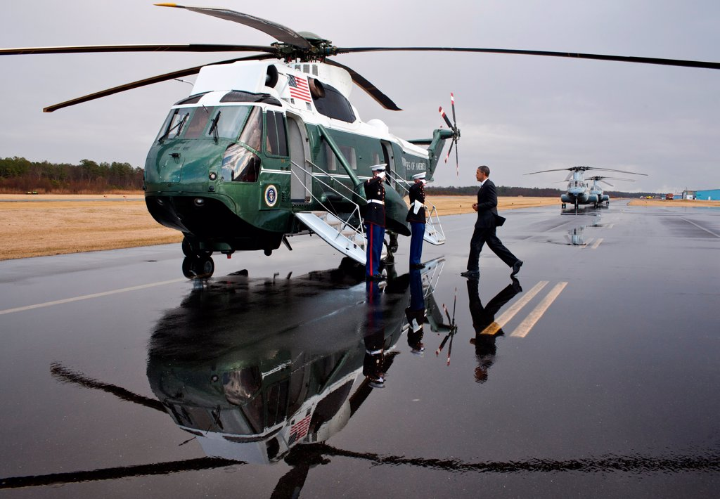 Stock Photo: 4048-8430 President Barack Obama boards Marine One for departure from Cambridge-Dorchester Airport in Cambridge, Md., Jan. 27, 2012.