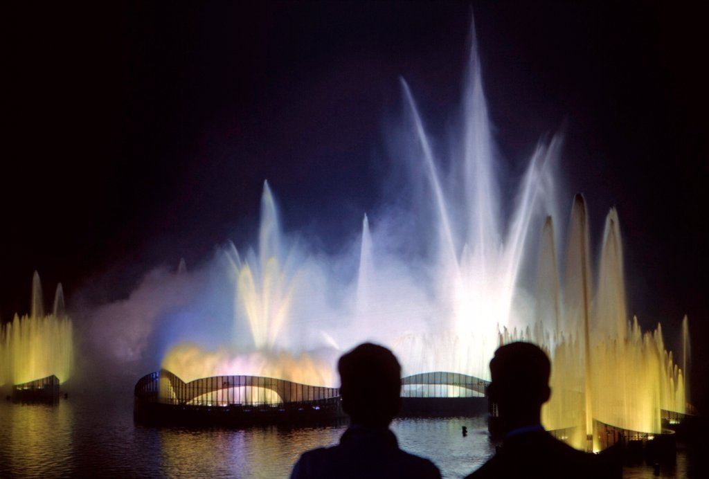 Stock Photo: 4048-8705 1964 World's Fair, Flushing Meadows, New York. The Fair held a dazzling fireworks show with fountains and light each night at 9:00 pm.  Photo: John G. Zimmerman Archive/courtesy Everett Collection.