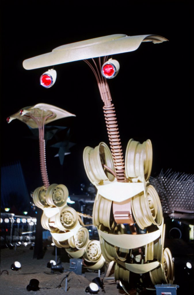 Stock Photo: 4048-8706 Chrysler Sculpture Zoo, 1964 World's Fair, Flushing Meadows New York. The animals were made out of auto parts, including the 12 foot tall mantis pictured here.  Photo: John G. Zimmerman Archive/courtesy Everett Collection.