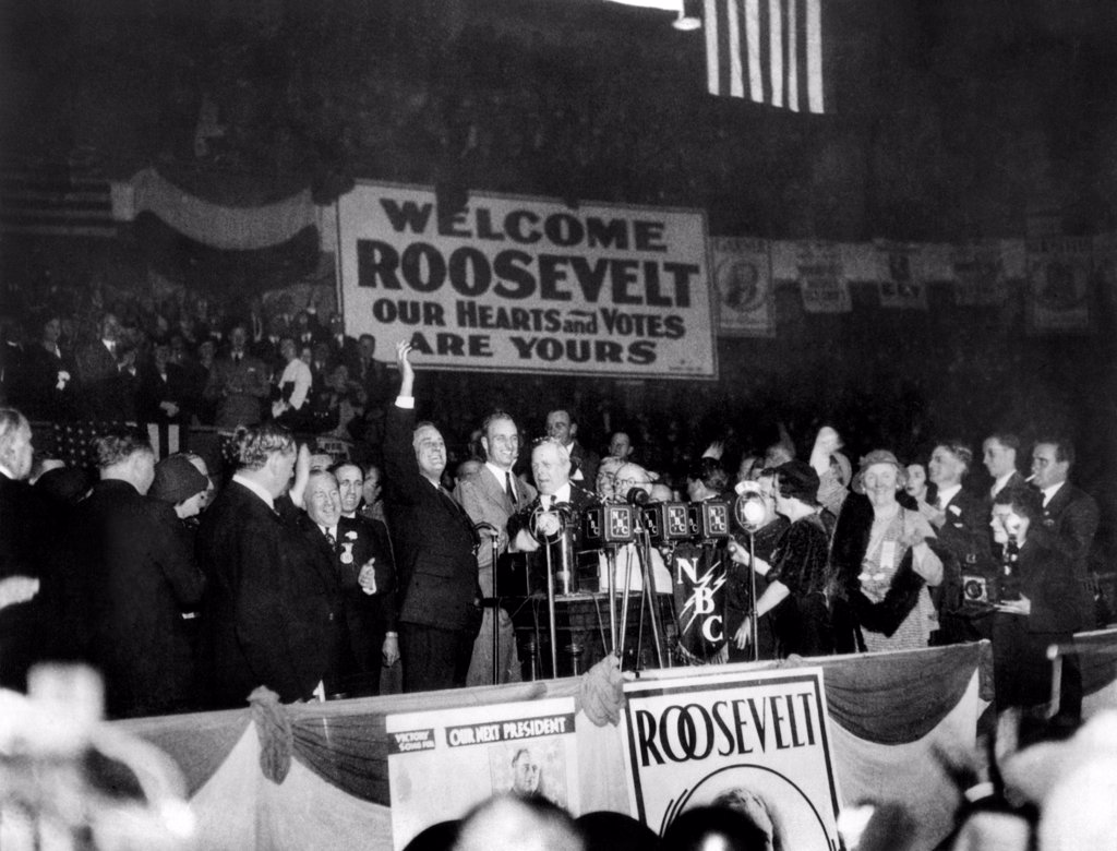 Republican nominee Hoover heads the greeting party for President and Mrs. Coolidge. L-R: First Lady Grace Coolidge, Calvin Coolidge, Mrs. Lou Hoover, and Herbert Hoover. Sept. 15, 1928 : Stock Photo