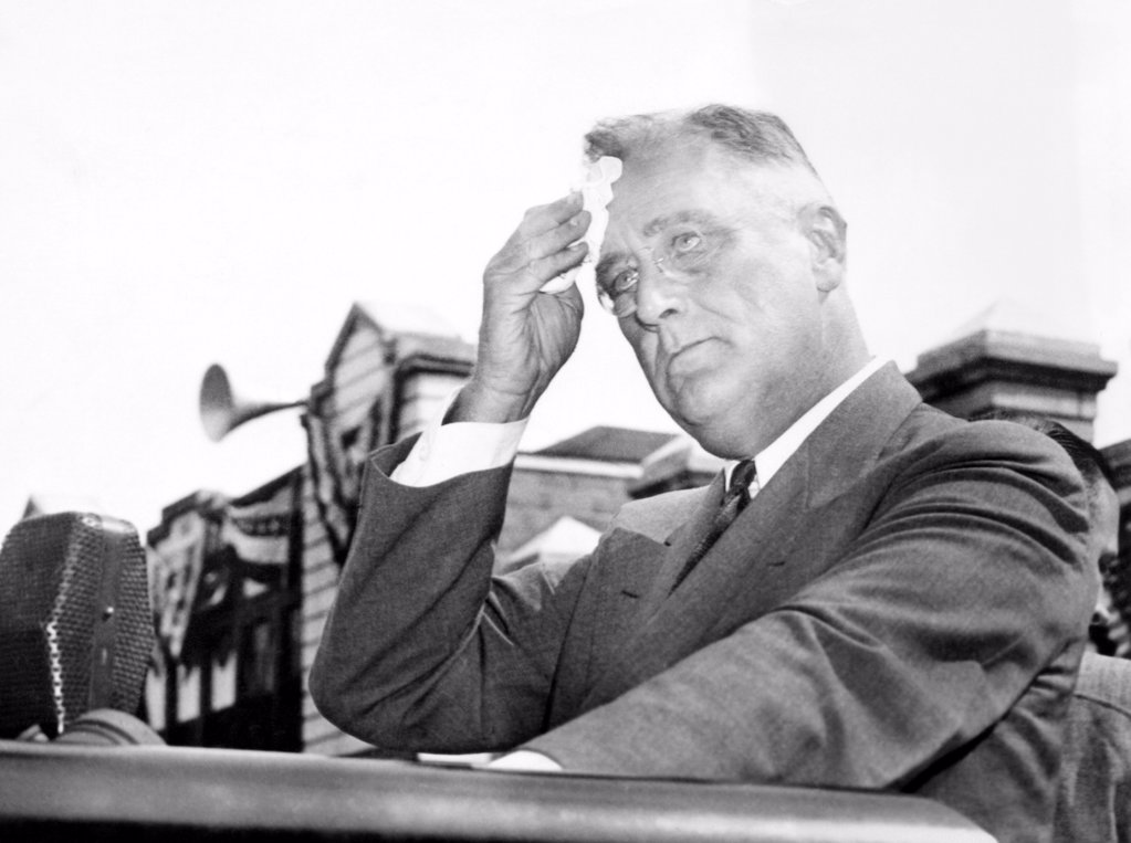 President Franklin Roosevelt mopping his brow during a 'purge speech'. He was extolling the virtues of Rep. David J. Lewis, the Democratic Primary opponent of incumbent Senator Millard Tydings. Tydings was a target of FDR's 1938 'purge' of Democrats who opposed the New Deal. Maryland, Denton, Sept. 5, 1938. : Stock Photo