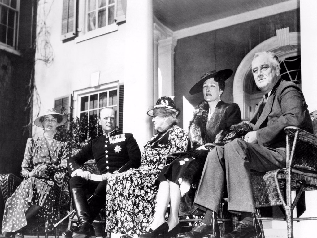 Franklin D. Roosevelt entertained Crown Prince Olav and Crown Princess Martha, of Norway, at the Summer White House. L-R: Eleanor Roosevelt, Prince Olav, Sara Delano Roosevelt, the President's mother, Princess Martha, and FDR. Hyde Park, New York. April 30, 1939. : Stock Photo