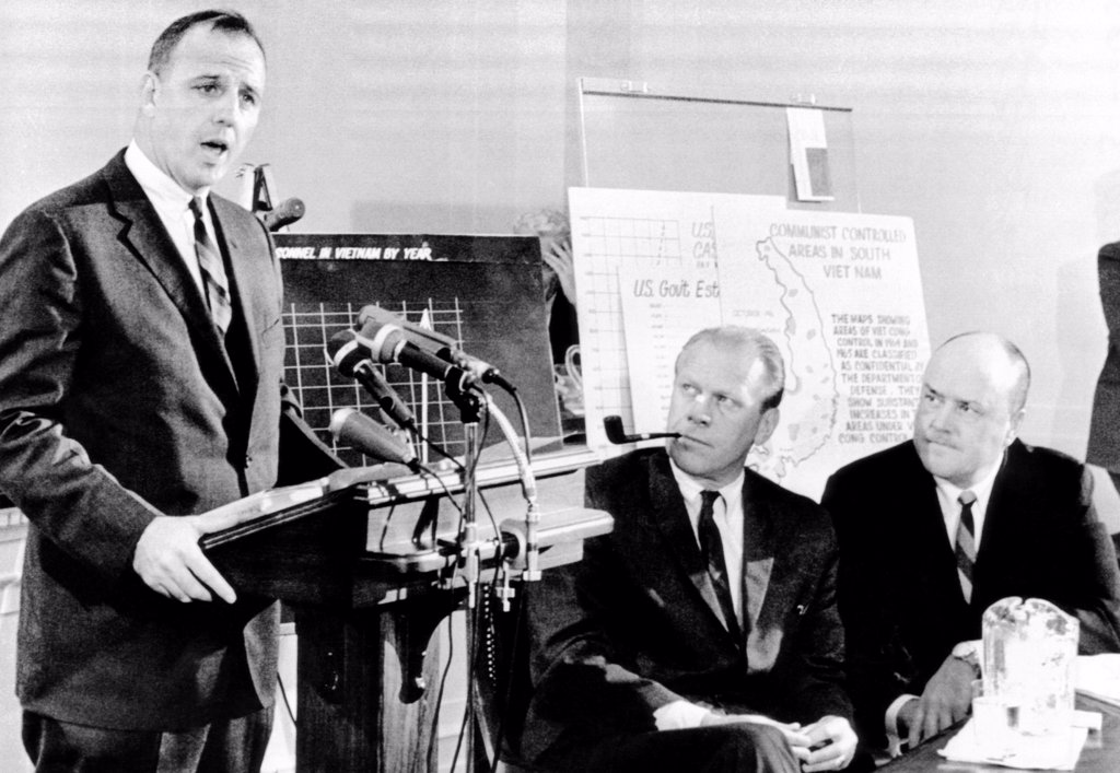 Three House Republicans offer a critique on US Vietnam policy. L-R: Reps. Charles Goodell, Gerald Ford (later President when South Vietnam collapsed to Communist North), and Melvin Laird (later Defense Secy for Richard Nixon). Aug. 25, 1965. : Stock Photo