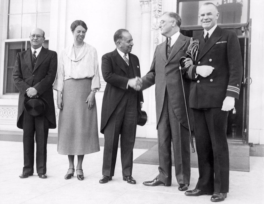 Stock Photo: 4048-9067 President Franklin and Eleanor Roosevelt welcome the Mexican Minister of Finance (center), Alberto Pani, to discuss world economic problems. L-R: Don Fernando Gonzales Roa, Mexican Ambassador the US, First Lady Eleanor Roosevelt, Alberto Pani, FDR, and Lt. Commander Powell, White House Naval Aide. May 11, 1933.