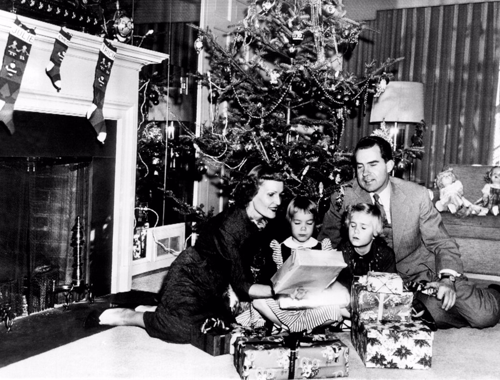 Christmas with the Vice President's family. L-R: Patrician Nixon, Checkers, the cocker spaniel, Julie, age 5, Tricia, age 7, and Richard Nixon. Dec. 24, 1953. : Stock Photo