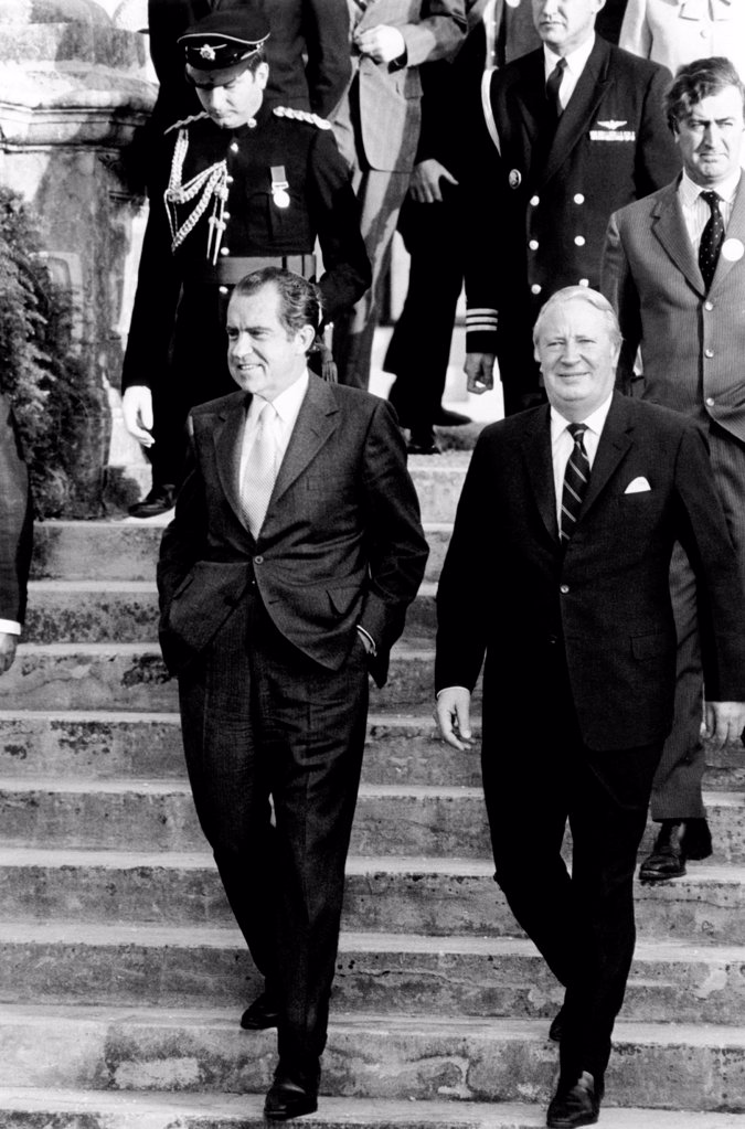 President Richard Nixon (left) and British Prime Minister Edward Heath hold talks in Hamilton, Bermuda. Dec. 21, 1971 : Stock Photo