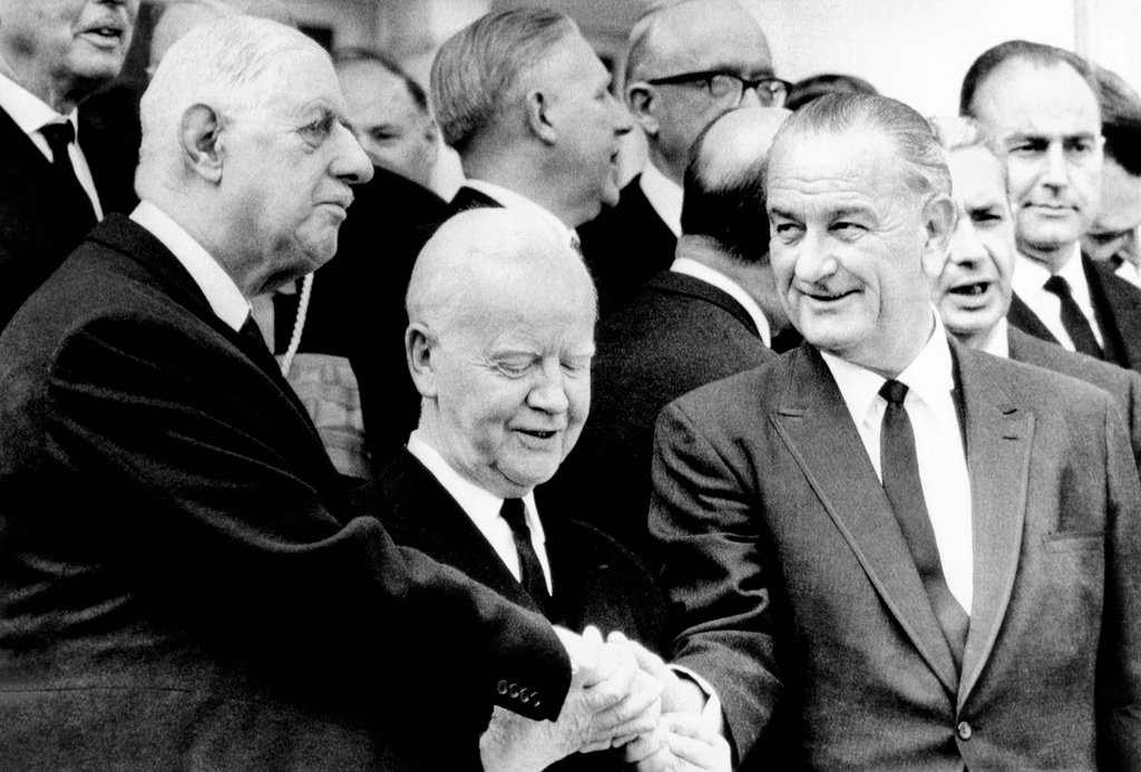 Heads of State at the funeral of Conrad Adenauer. L-R: Presidents Charles DeGaulle, Heinrich Luebke, and Lyndon Johnson in a three way handshake, April 25, 1967. : Stock Photo