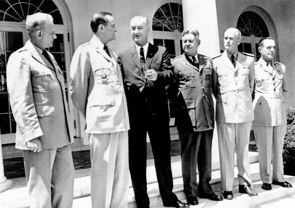 President Lyndon Johnson with the Joint Chiefs of Staff at the White House. L-R: Gen. Harold Johnson, Army Chief, Gen. Earle Wheeler, Chmn. Joint Chiefs, LBJ, Gen. Curtis LeMay, Air Force, Adm. David McDonald, chief of Naval Operations, and Lt. Gen. Wallace Greene, Marine Corps. July 31, 1964. : Stock Photo