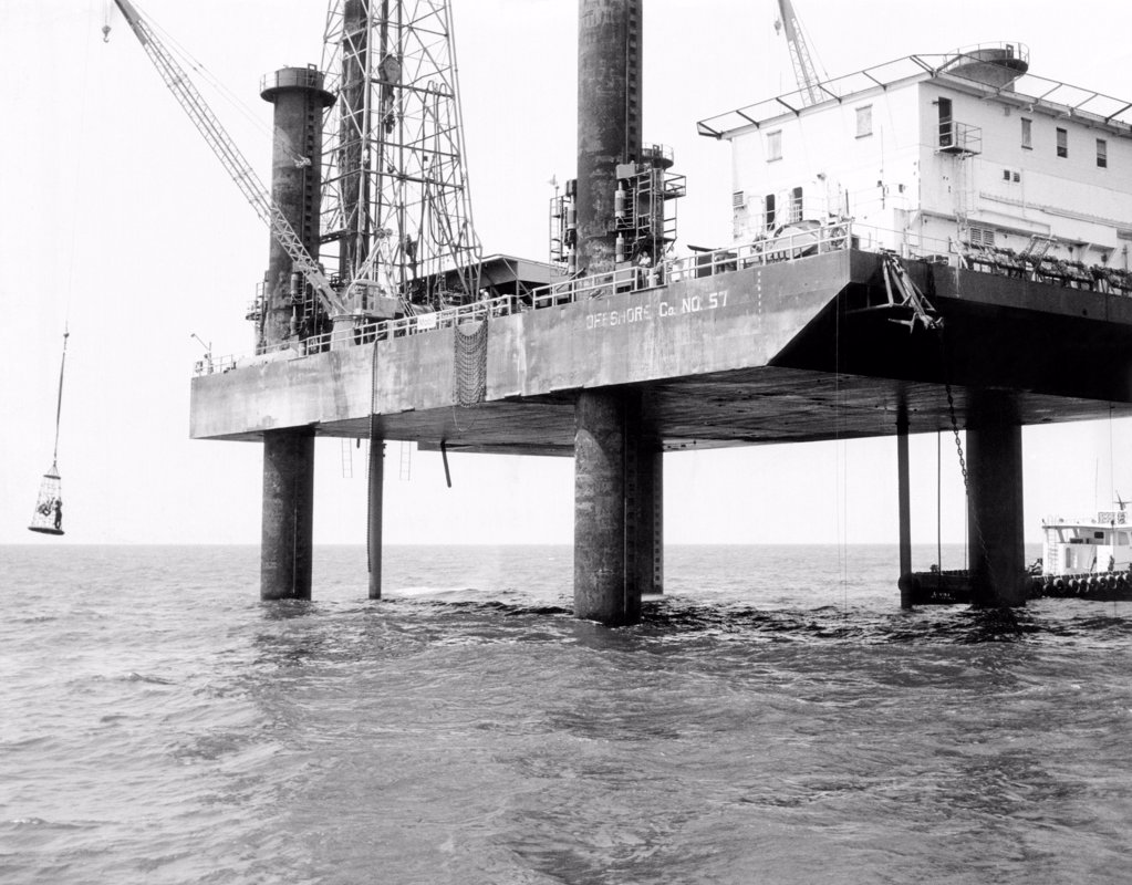 Oil platform operating in the Gulf of Mexico west of Punta Gorda, Florida. Jan. 9, 1968. : Stock Photo