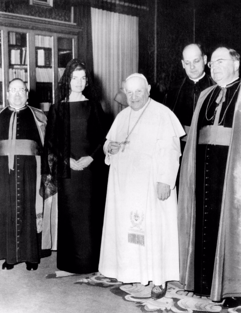 Jacqueline Kennedy in an audience with Pope John XXIII. At left is Msgr. Pius A. Benincasa, and at right, Msgr. Martin J. O'Connor. March 11, 1962. : Stock Photo