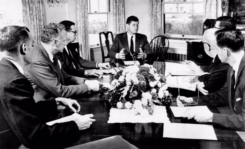 President John Kennedy held a meeting on foreign trade at Hyannis Port. L-R: David Bell, director of the budget, Undersecretary George Ball, Howard Peterson, special assistant to the President for foreign trade matters, the President, Theodore Sorensen, presidential adviser, Secretary of Commerce Luther Hodges, Peter Jones, deputy assistant secretary of Commerce. Nov. 24, 1961. : Stock Photo