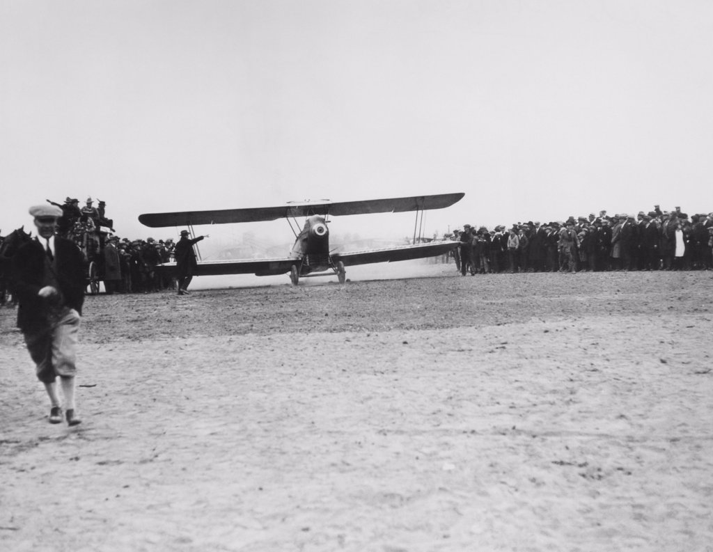 Leon D. Cuddeback of United Airlines takes off in his Swallow airplane from Boise, Idaho with 202 pounds of mail in the first scheduled airline flight in history, April 6, 1926 : Stock Photo