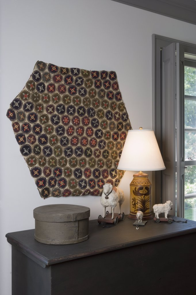 COLLECTION DISPLAY: antique penny rug textile, shaker box, toy sheep pottery lamp, : Stock Photo