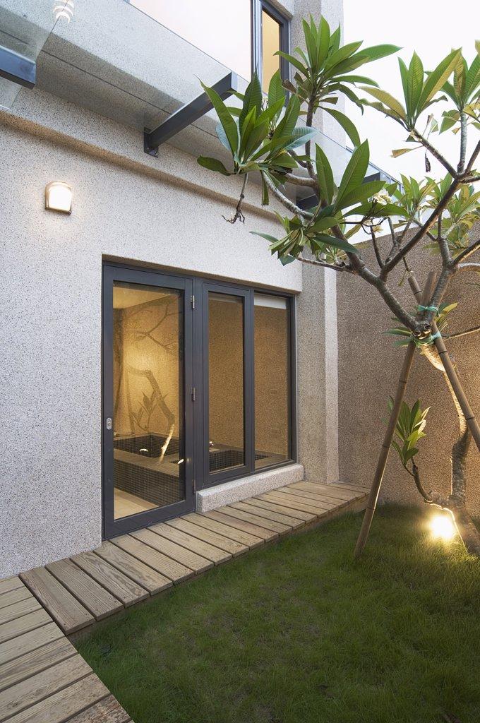 Stock Photo: 4053-12975 Exterior shot of small backyard of modern home