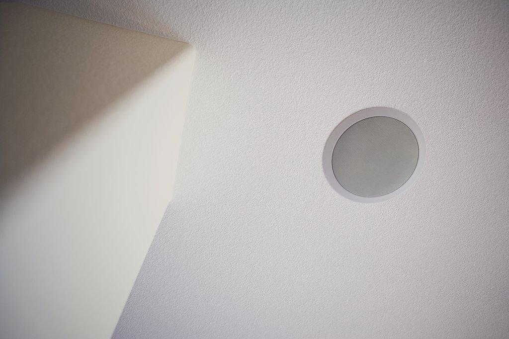 Detail speaker built in to ceiling : Stock Photo