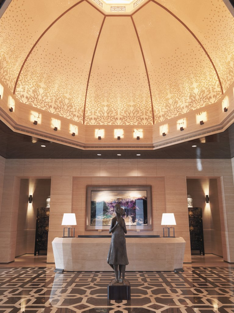 Stock Photo: 4053-6129 Dome and reception desk in lobby