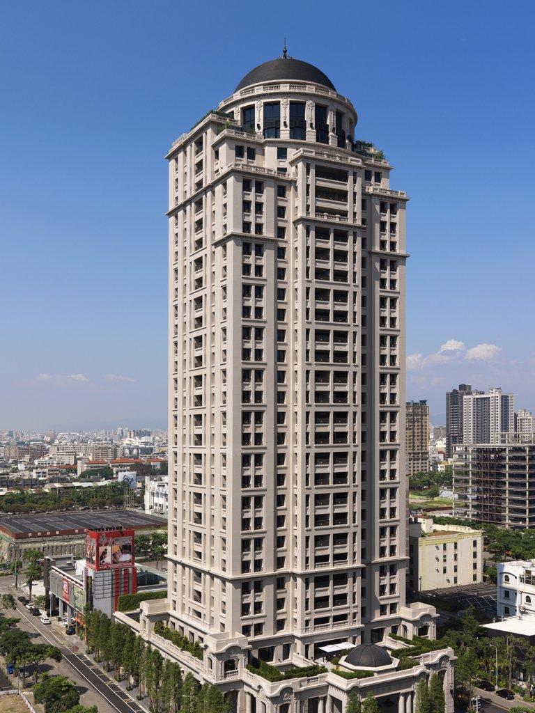 Exterior high rise apartment building : Stock Photo