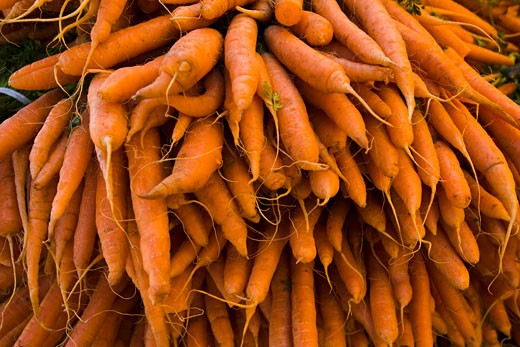 Carrots, Organic Produce at the Culver City Farmer's Market Los Angeles County, California, USA : Stock Photo