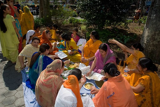 Sikh women picnic after the 22nd  Annual Sikh Day Parade on Saturday, April 25, 2009. The parade was blessed with unseasonably warm weather for April. Sikhism was founded about 400 years ago and now has about 24 million followers with approx. 50% living in the Punjab region of India. It is the world's fifth largest religion.  ( Richard B. Levine) : Stock Photo