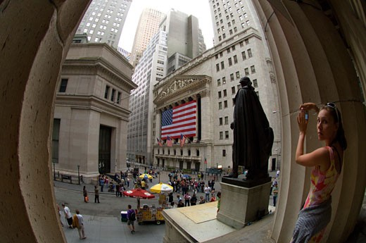 The New York Stock Exchange seen from behind the statue of George Washington on the steps of Federal Hall on Sunday, May 24, 2009. ( Frances M. Roberts) : Stock Photo