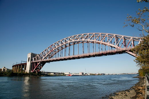 Hell Gate Bridge Connecting Astoria Queens with Wards Island over the Hell Gate section of the East River, New York City, New York, United States of America, North America : Stock Photo