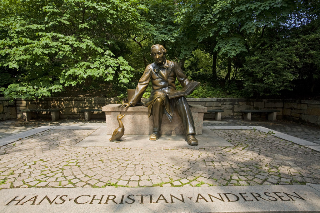 Hans Christian Andersen and Ugly Duckling, Central Park, Manhattan, New York : Stock Photo