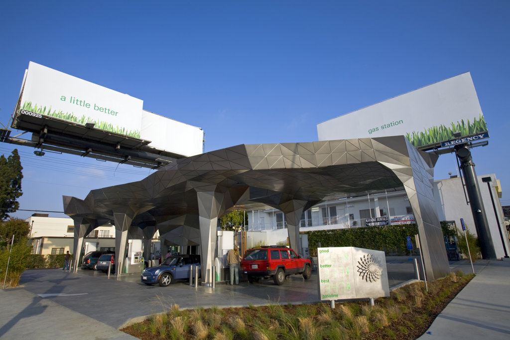 Helios House, BP 'Green' gas station, It has solar panels, low energy lighting, concrete mixed with recycled glass, and a rain collection system to irrigate plants nearby, Olympic and Robertson, Los Angeles, California, USA : Stock Photo