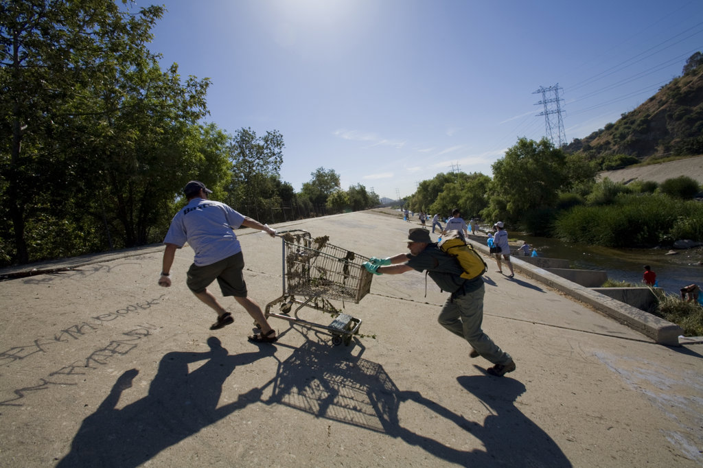 "FoLAR's annual """"La Gran Limpieza"""" clean up of the Los Angeles River. Bette Davis Picnic Area. Glendale Narrows. Los Angeles. : Stock Photo"