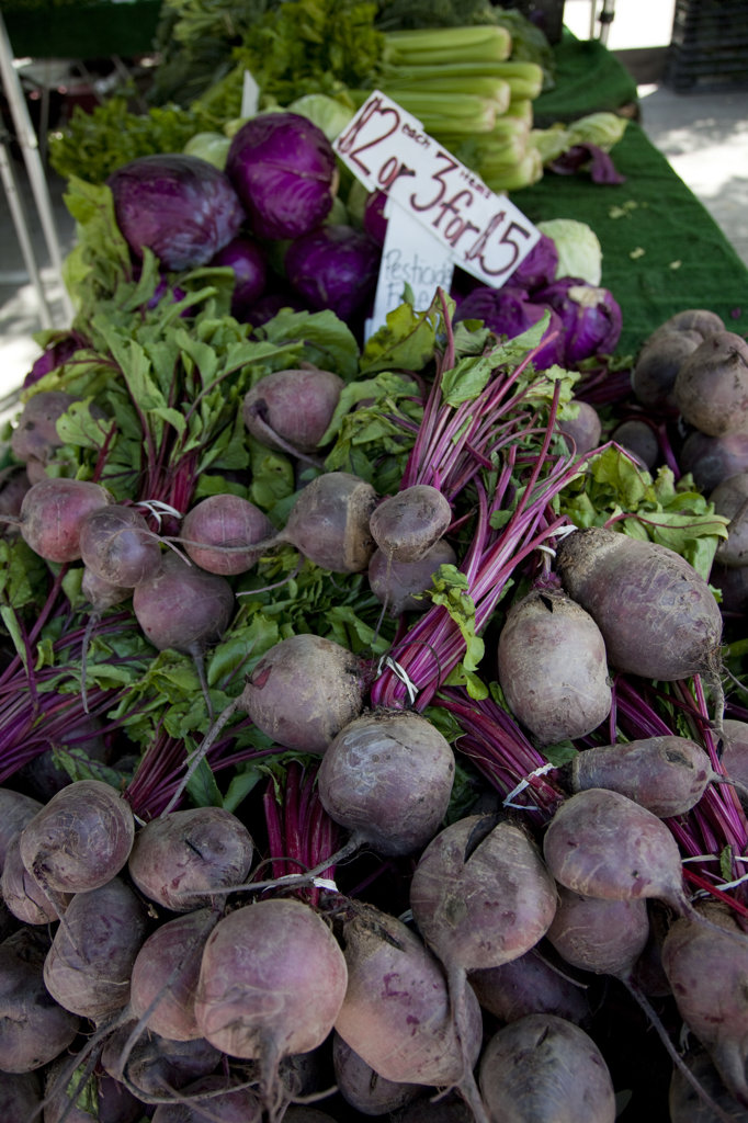 Stock Photo: 4055-6095 Beets at the Culver City Farmer's Market Tuesday afternoons, Culver City, Los Angeles, California, USA