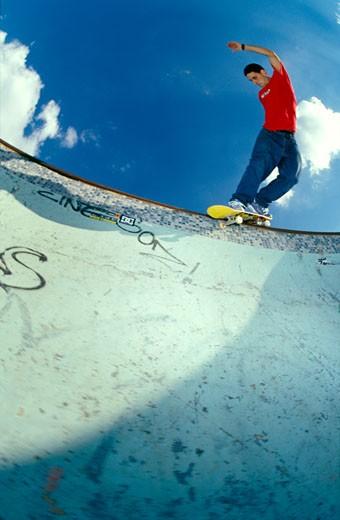 Skater; Ian Gunner; Harrow pool backside smith grind; UK 2000's : Stock Photo