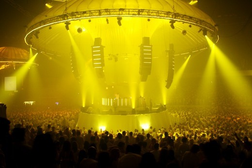 Stock Photo: 4062-4660 Clubbers all dressed in White outfits. Sensation white, Holland. 15 April 2006