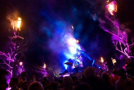 Crowd at the Afterburner stage. Bestival. Isle of Wight 2009 : Stock Photo