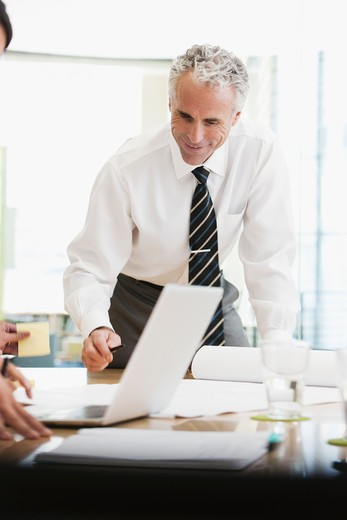 Project discussions amongst employees in boardroom : Stock Photo