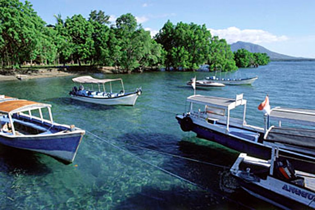 Indonesia, Bali, Menjangan, Dive boats moored in creek. (grainy) : Stock Photo