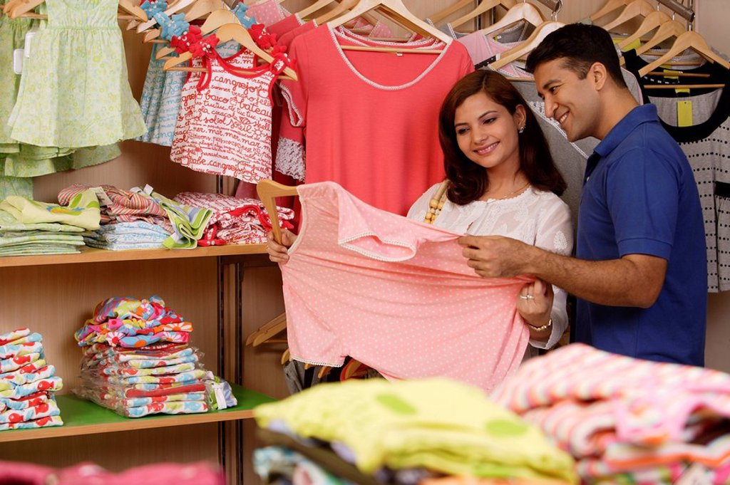 Couple shopping : Stock Photo