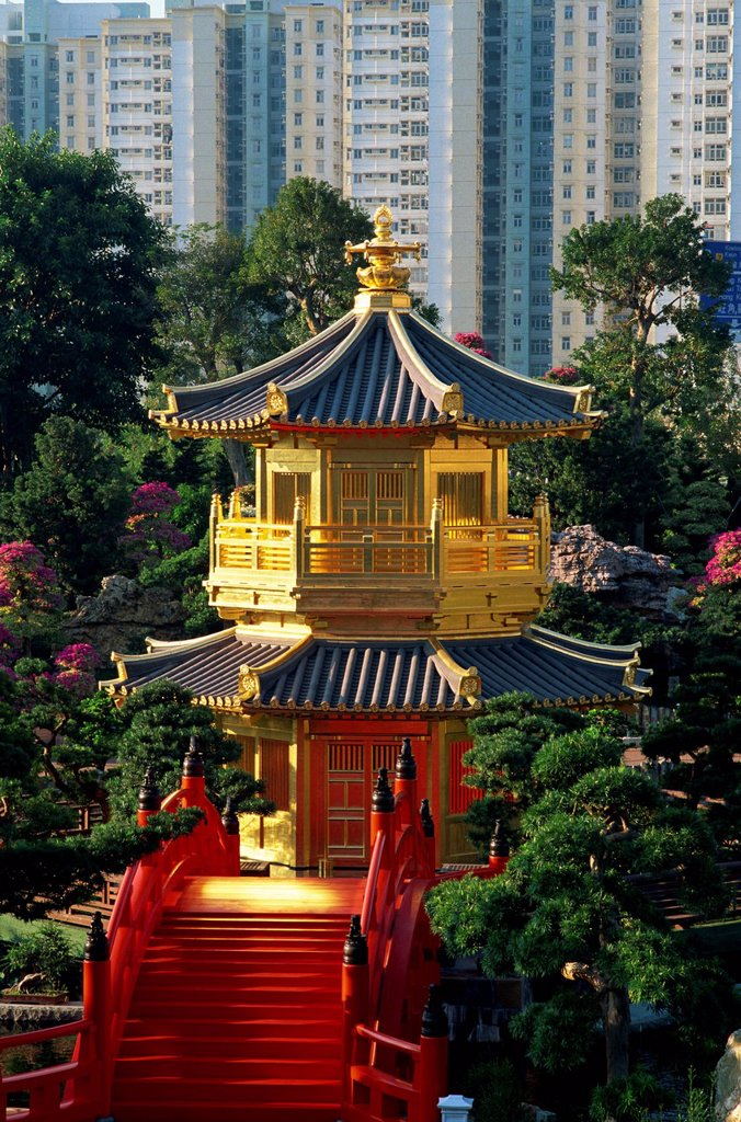 Stock Photo: 4065-20399 China,Hong Kong,Diamond Hill,Nan Lian Garden,Pavilion of Absolute Perfection on Lotus Pond