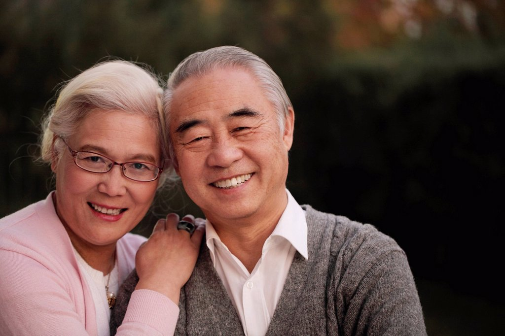 Head shot of older couple smiling together : Stock Photo