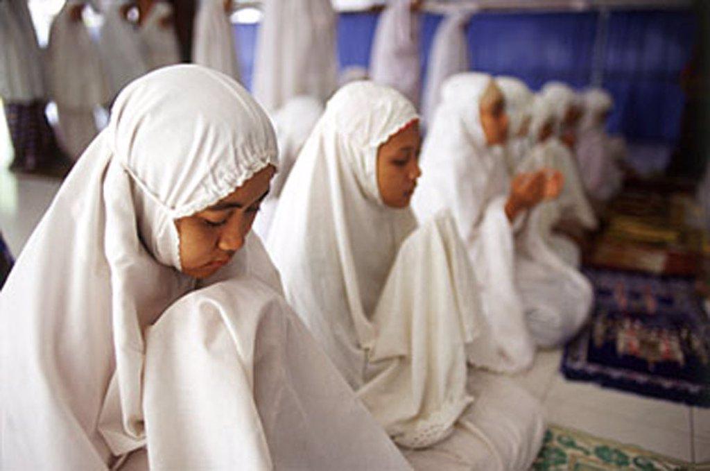 Indonesia, Jakarta, Students recite verses from the Koran at Asshiddiqiyah Islamic College. : Stock Photo