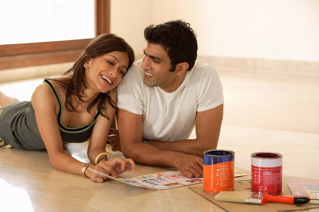 Stock Photo: 4065-4806 young couple preparing to paint