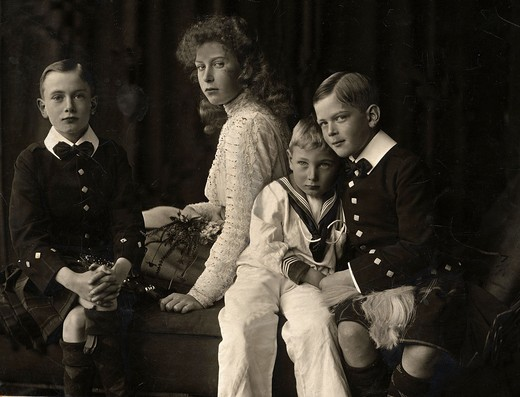 Stock Photo: 4069-6054 MARY, Princess Royal, 1897-1965, Henry, Duke of Gloucester, 1900-74, George, Duke of Kent, 1902-42 and John, 1905-19, children of George V, 1865-1936, King of England (1910-36) and Queen Mary, 1867-1953, photograph 1908?